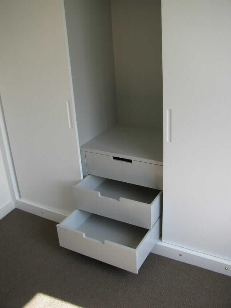 Fitted wardrobe sliding doors